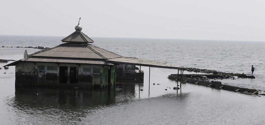 印尼雅加達面臨下陷危機,總統佐科威宣布預計2024年遷都婆羅洲東加里曼丹省。 ...