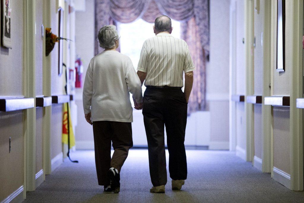 越年長的勞工最好有越多的退休儲蓄,只靠老保勞退沒有保障。 圖/美聯社