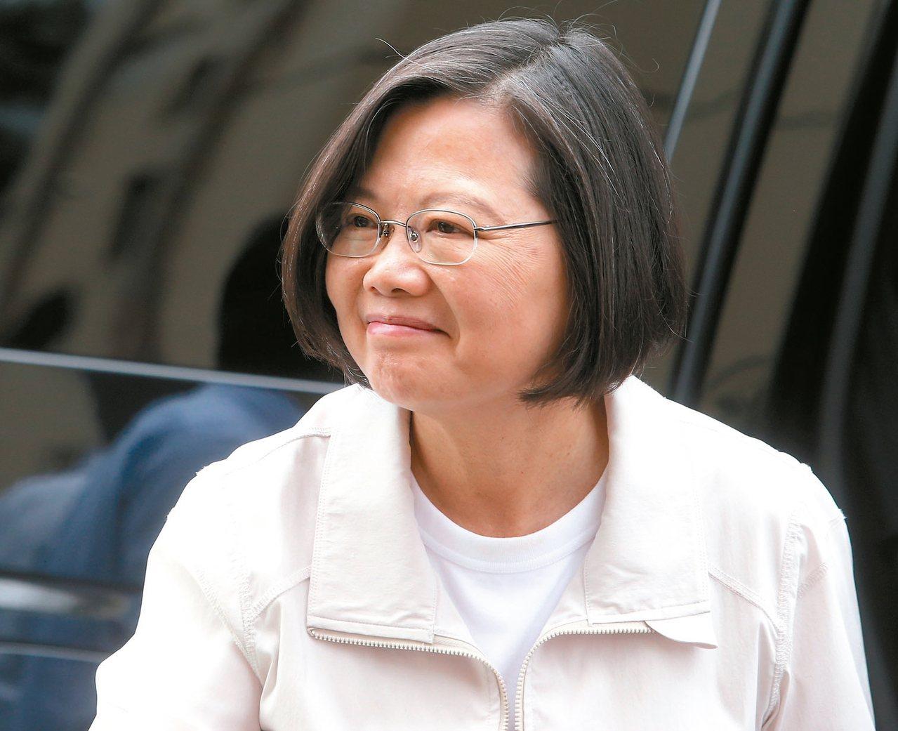 蔡英文總統今天中午前往彰化家扶中心參訪。 記者黃仲裕/攝影