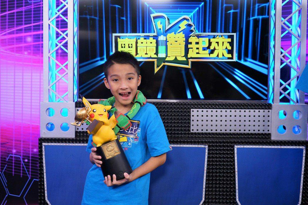 台灣第一個寶可夢世界冠軍吳比,不但活潑可愛,心思也細膩。