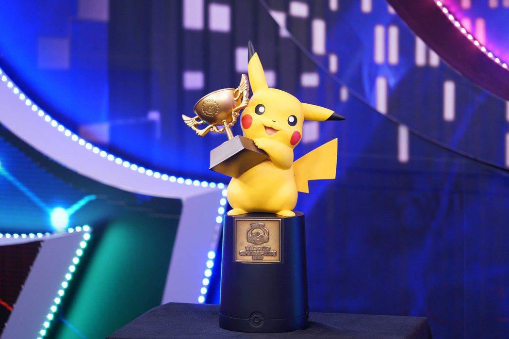 10歲吳比的世界冠軍獎座,皮卡丘造型萌翻全場!