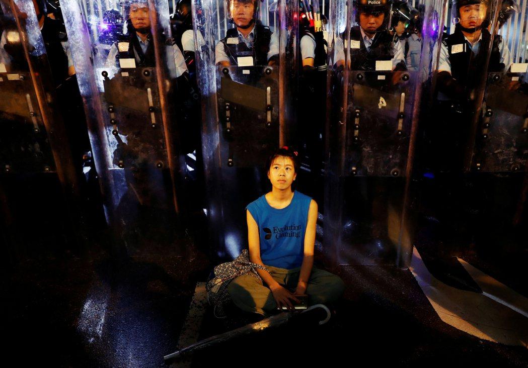 「自從2014年的雨傘運動開始,警察就被派去對付社會運動,一個不屬於他們日常工作...