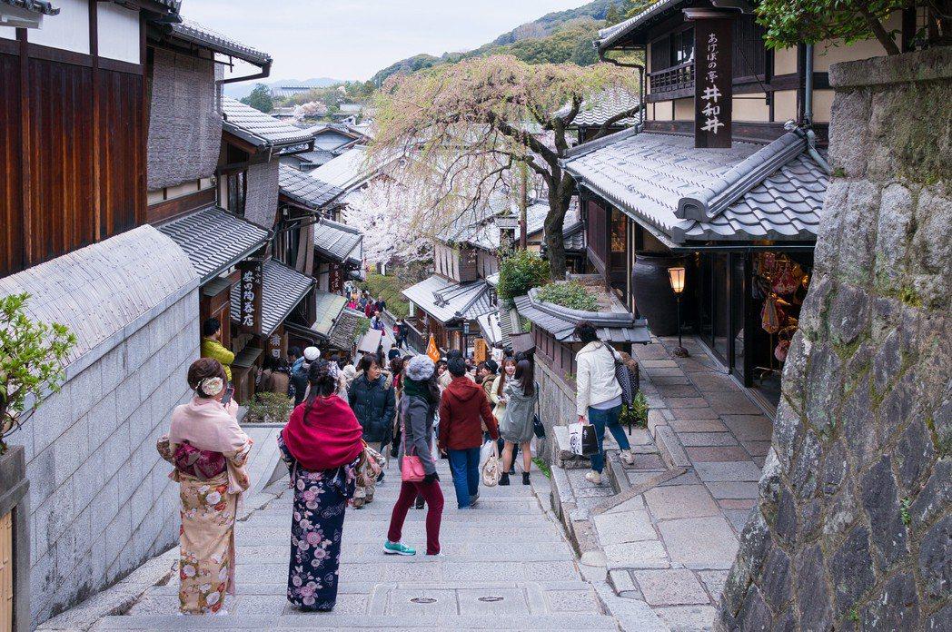 京都指定了產寧坂、祇園新橋兩地為最初的傳統建築物群保存地區。 圖/取自Wei-T...