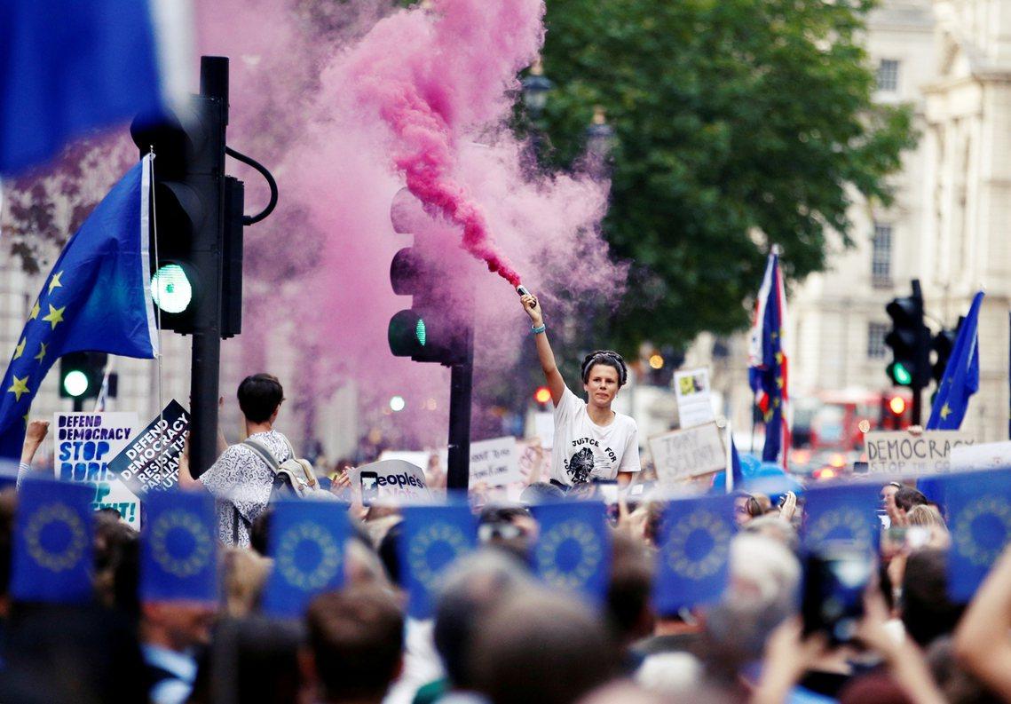 「這是英國憲政的政變!是反民主的無恥陰謀!」休會消息確認後,英國反對黨與反脫歐派...