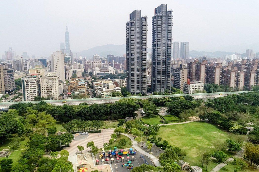 台北房價高,許多人一輩子都買不起。圖為台北市大安區街景。 聯合報系資料照/記者王...