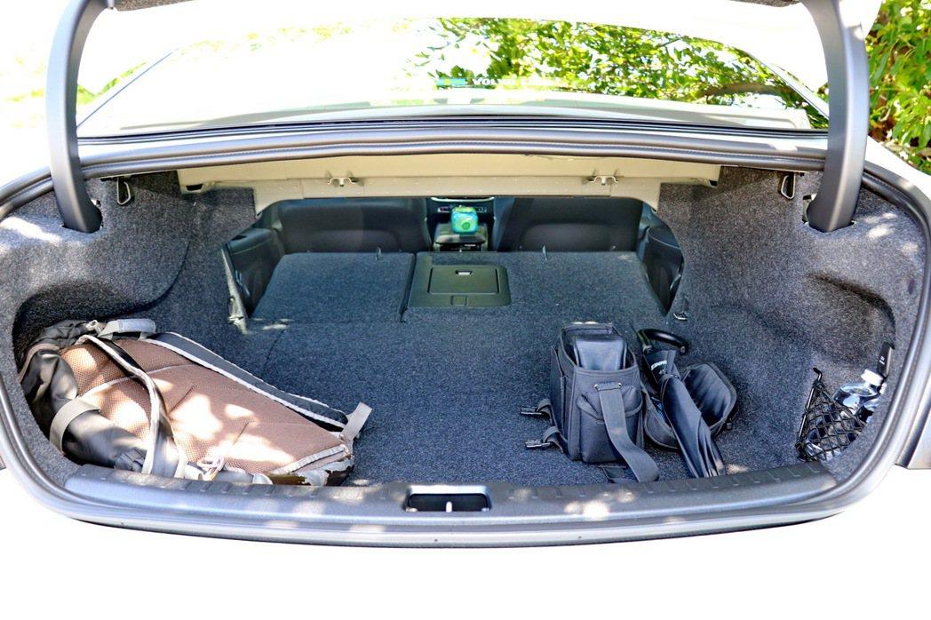 後車廂空間表現相當優異。 記者陳威任/攝影