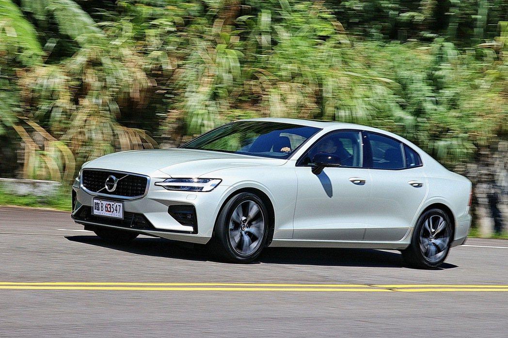 Volvo S60 T5 R-Design搭配Sport底盤,整體動感氛圍更加明...