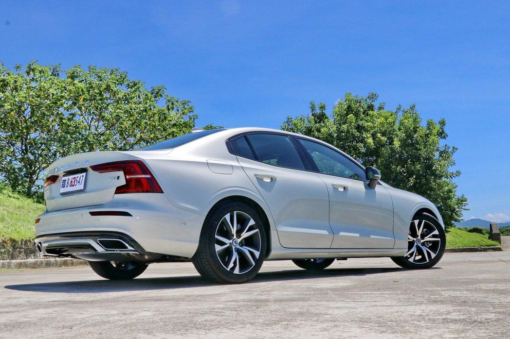 S60 T5 R-Design擁有銳利的外型及飽滿的線條。 記者陳威任/攝影