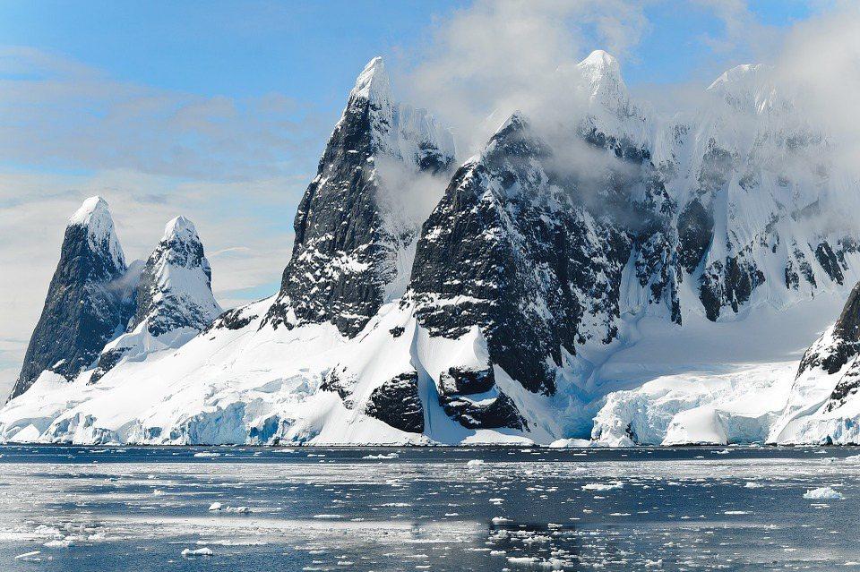 極圈受到懸浮力子的嚴重影響,加快了融冰的速度。 圖/Pixabay
