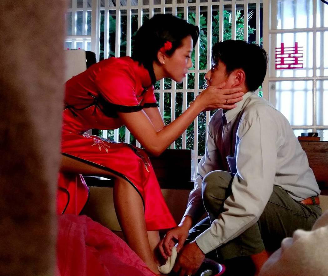 周宜霈(左)與黃靖倫上演床戲。圖/三立提供