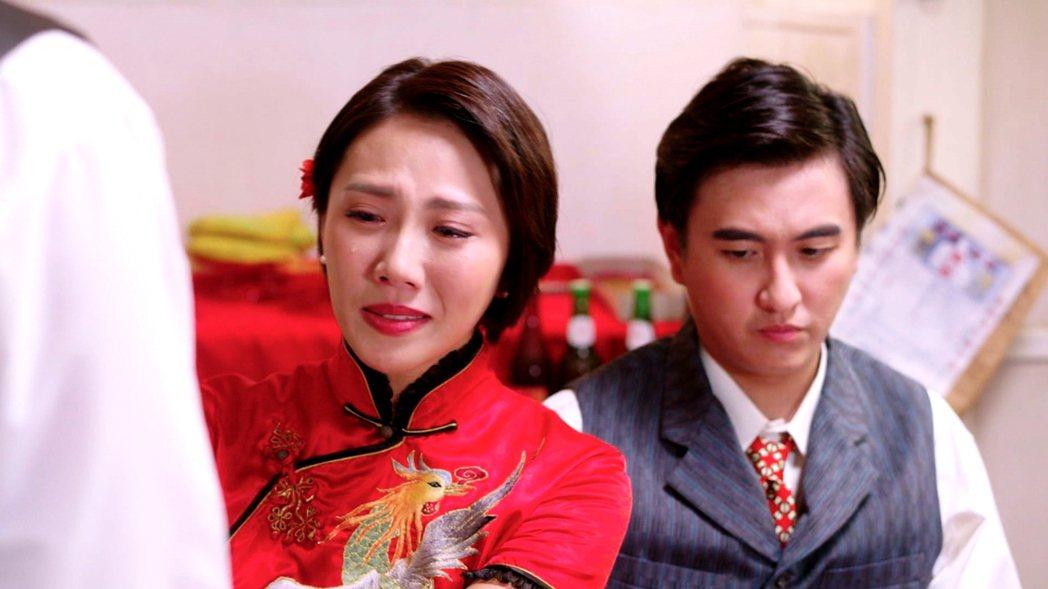 周宜霈(左)與黃靖倫上演婚禮戲。圖/三立提供