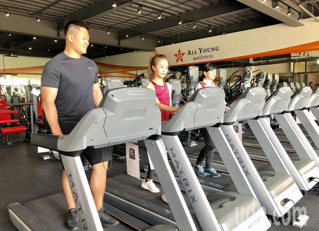 復健科醫師提醒,健身前一定要暖身、量力而為,以免變成運動傷害。 報系資料照