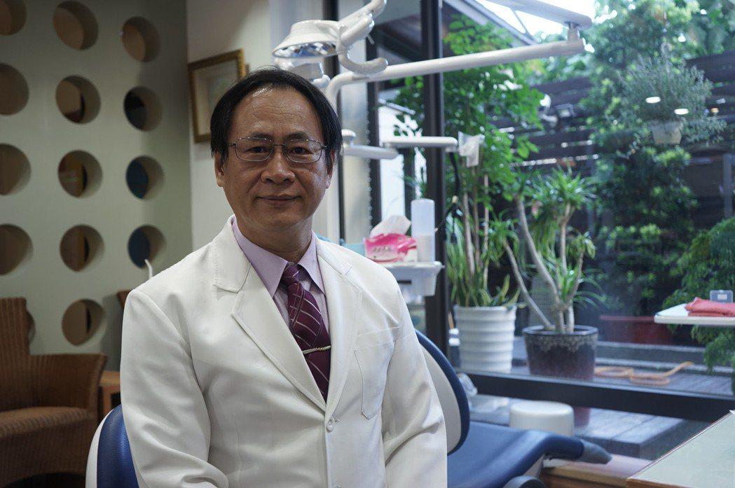 花蓮市林肯牙醫診所院長林易超,長年投入社福機構、到宅診療,也參與海外義診。記者王...