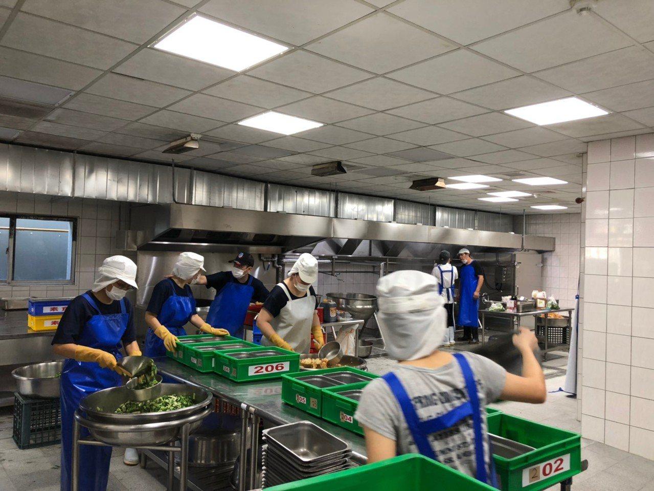 教育部國教署持續補助學校改善校園廚房環境,提升衛生條件,讓學生吃得更安心與健康。...