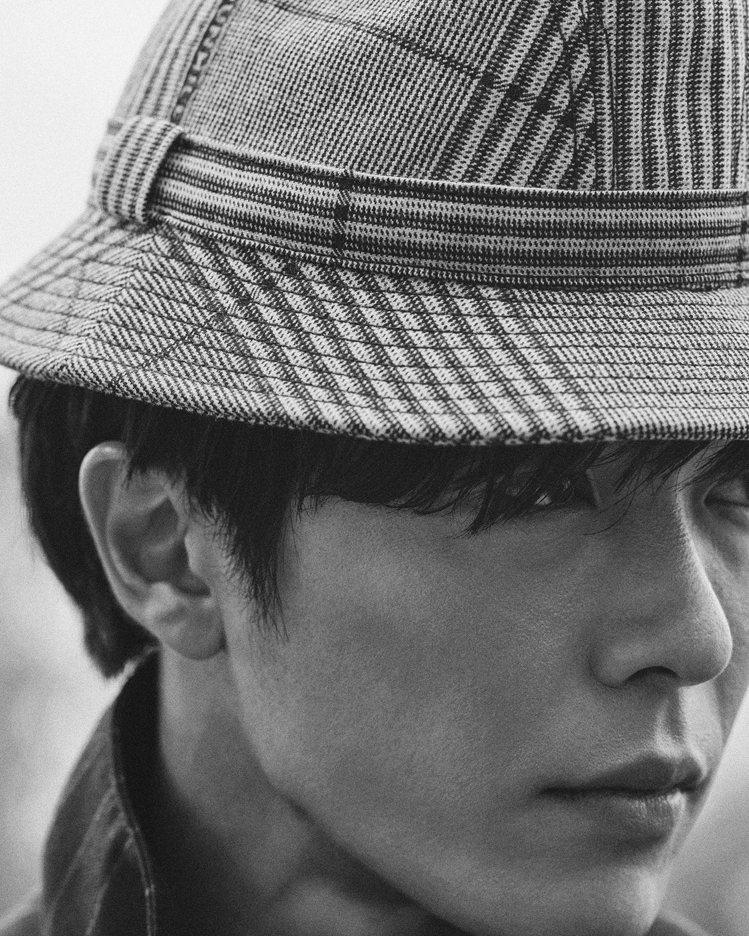 韓國男星金材昱為dunhill拍攝冬季時尚大片,帥氣加倍讓粉絲們都要暴動了。圖/...