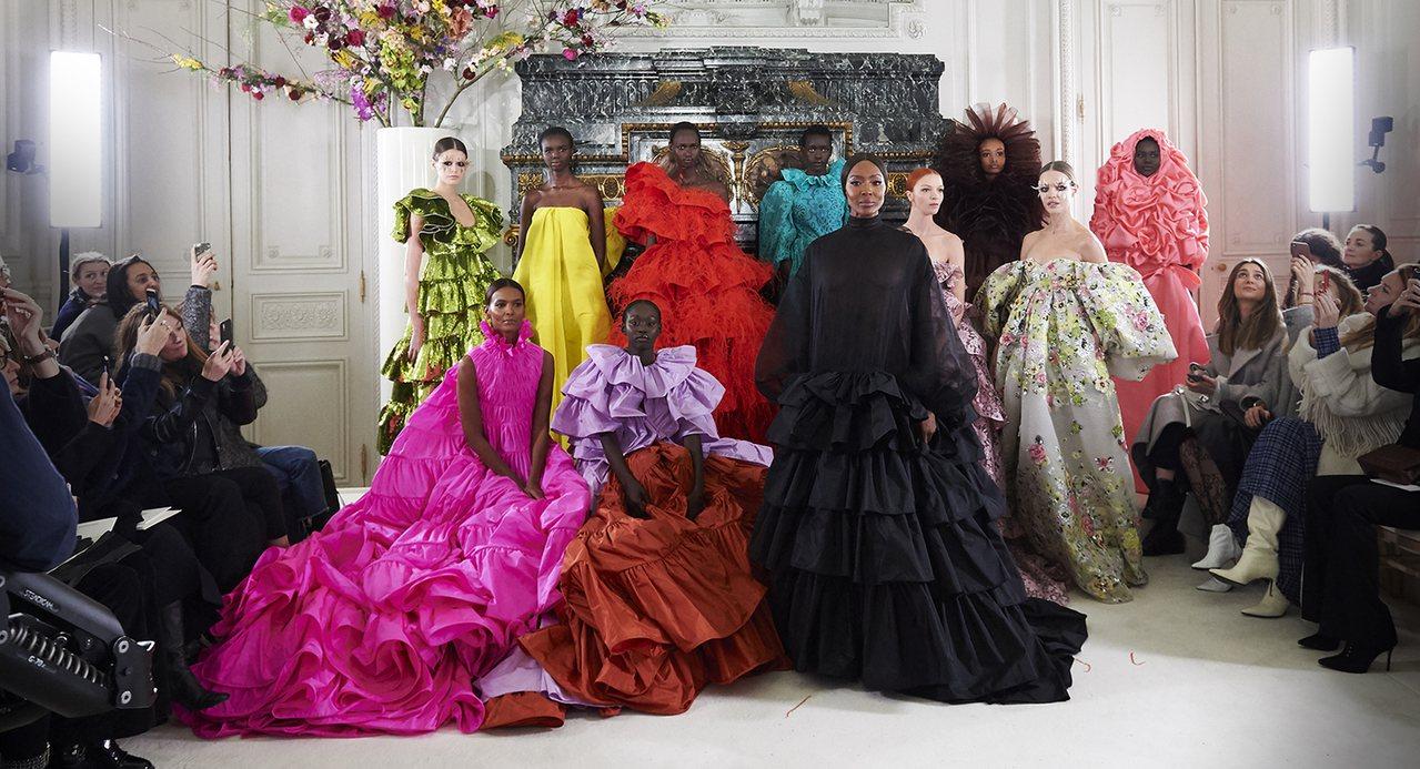 Valentino今年春夏訂製發表,65個模特兒當中就任用了45黑人模特兒,由黑...