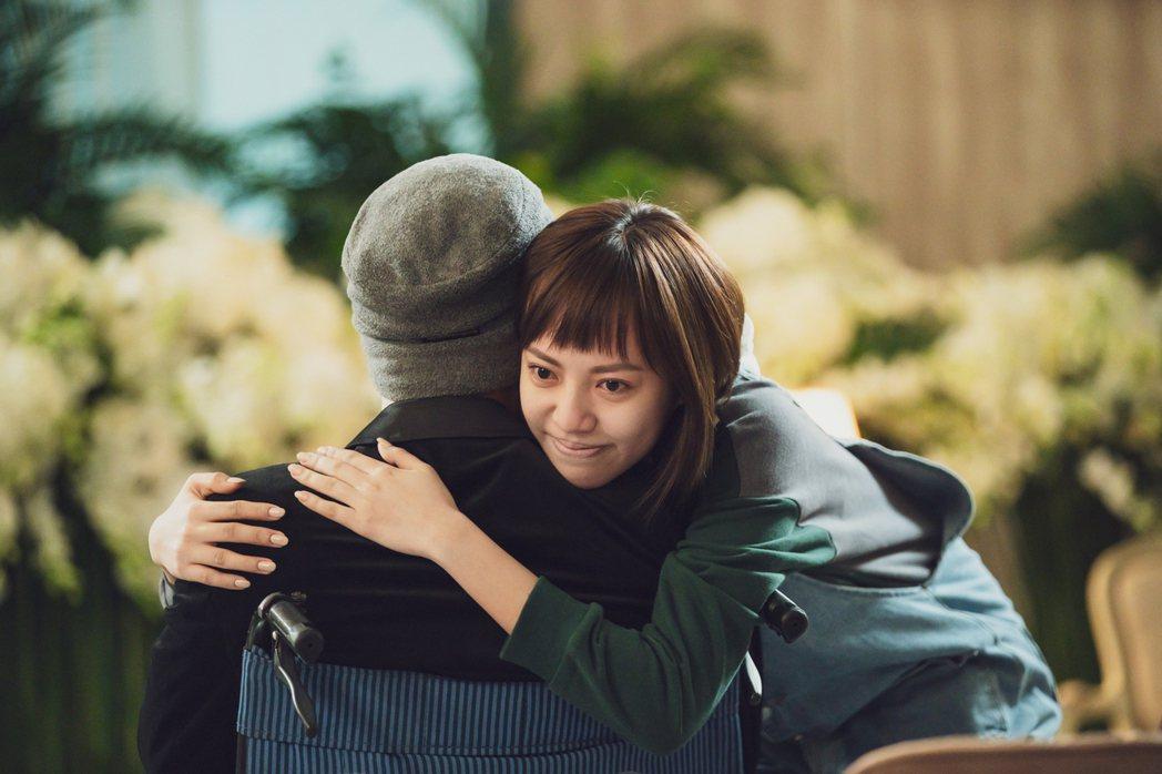 焦曼婷與父告別淚崩。圖/LINE TV提供
