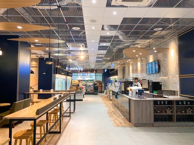 全家便利商店首度推出咖啡、洗衣、超市機能3合1店型,高雄真愛店選在高雄85大樓附...