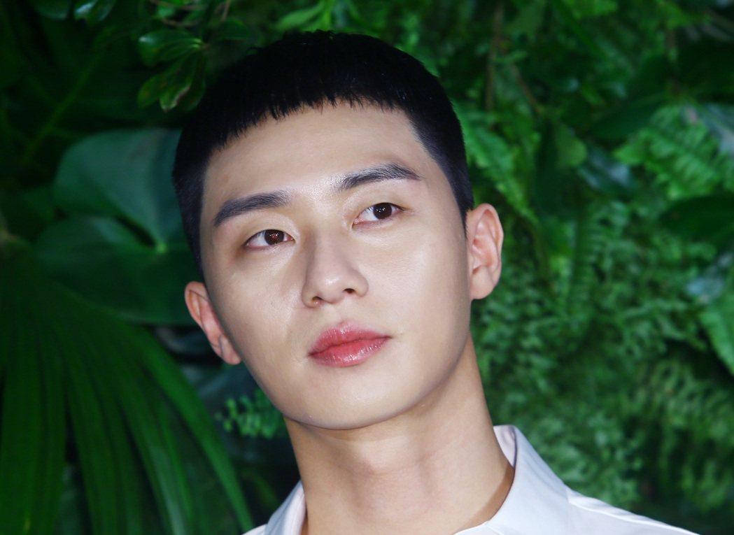 南韓人氣男星朴敘俊今天來台為韓系保養品牌站台。記者杜建重/攝影