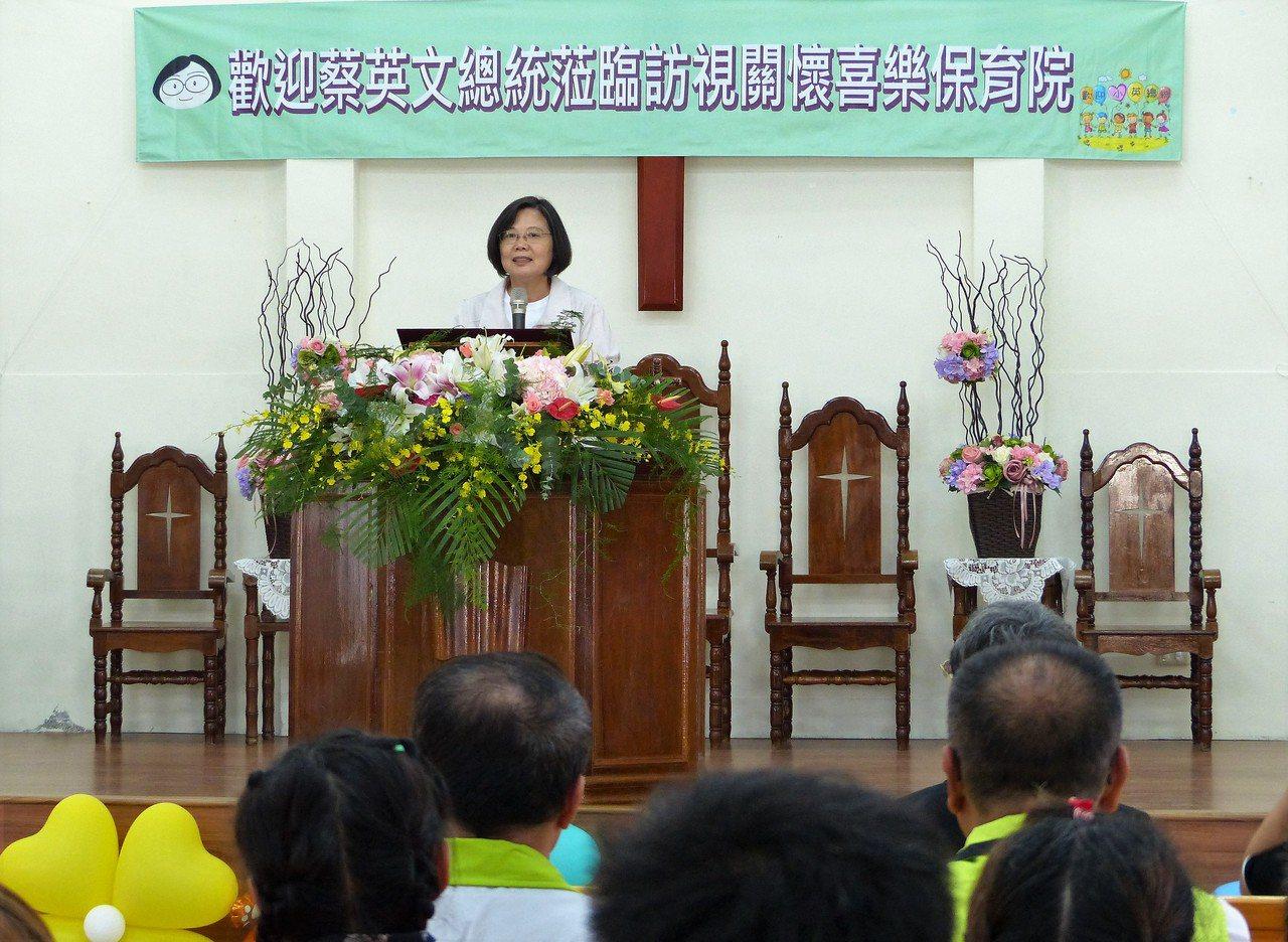 總統蔡英文今天下午到彰化縣二林鎮內的喜樂保育院參訪。記者凌筠婷/攝影