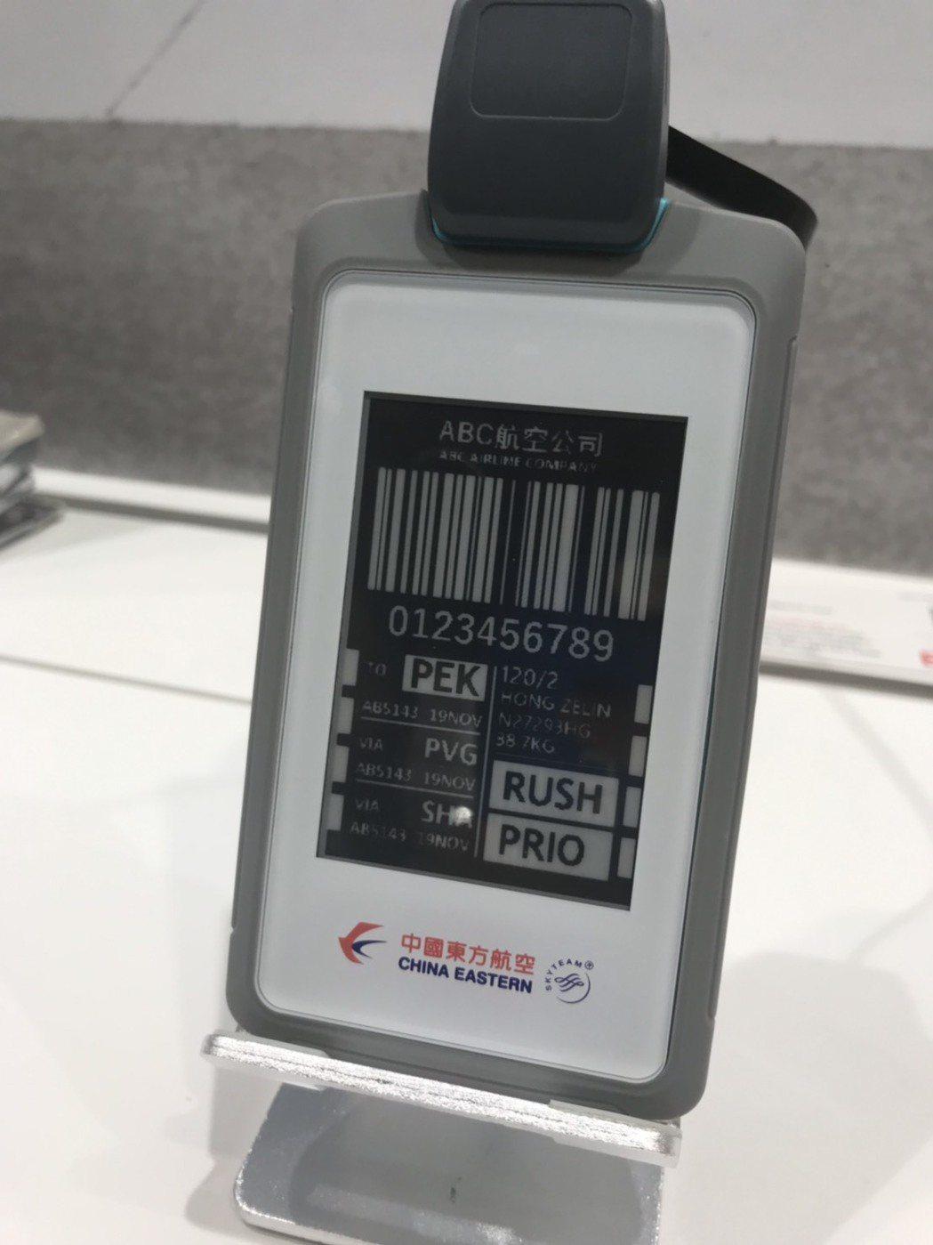 元太電子標籤行李標牌。記者蔡銘仁/攝影