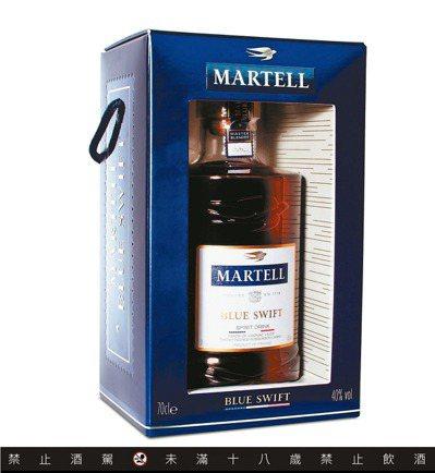 馬爹利藍淬燕限量禮盒,建議售價1,680元。圖/保樂力加提供 ※ 提醒您:...