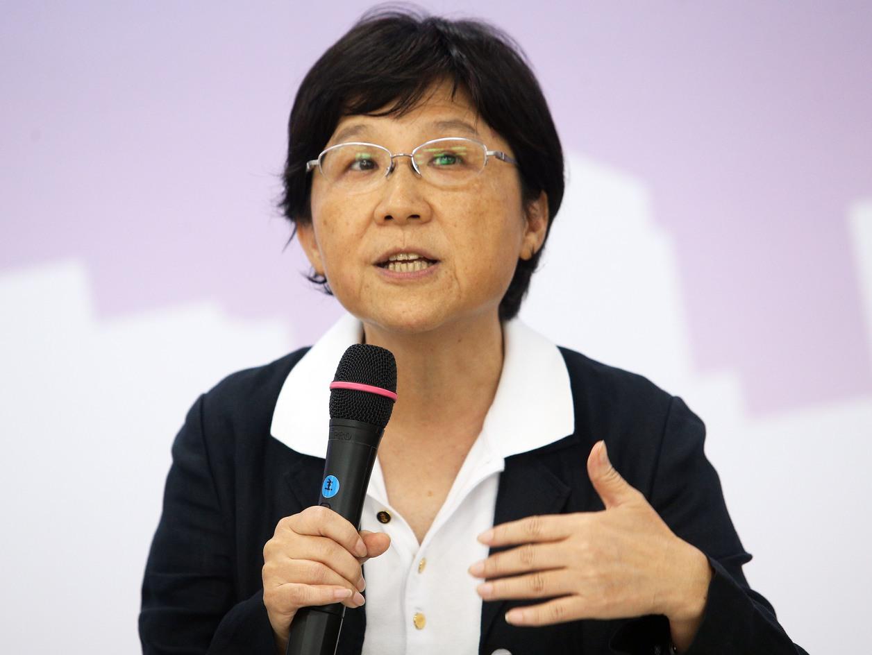 馮燕表示,「零到三歲國家養」這樣的政策買票是要不得的事情,社福小組並沒有喊出這樣...