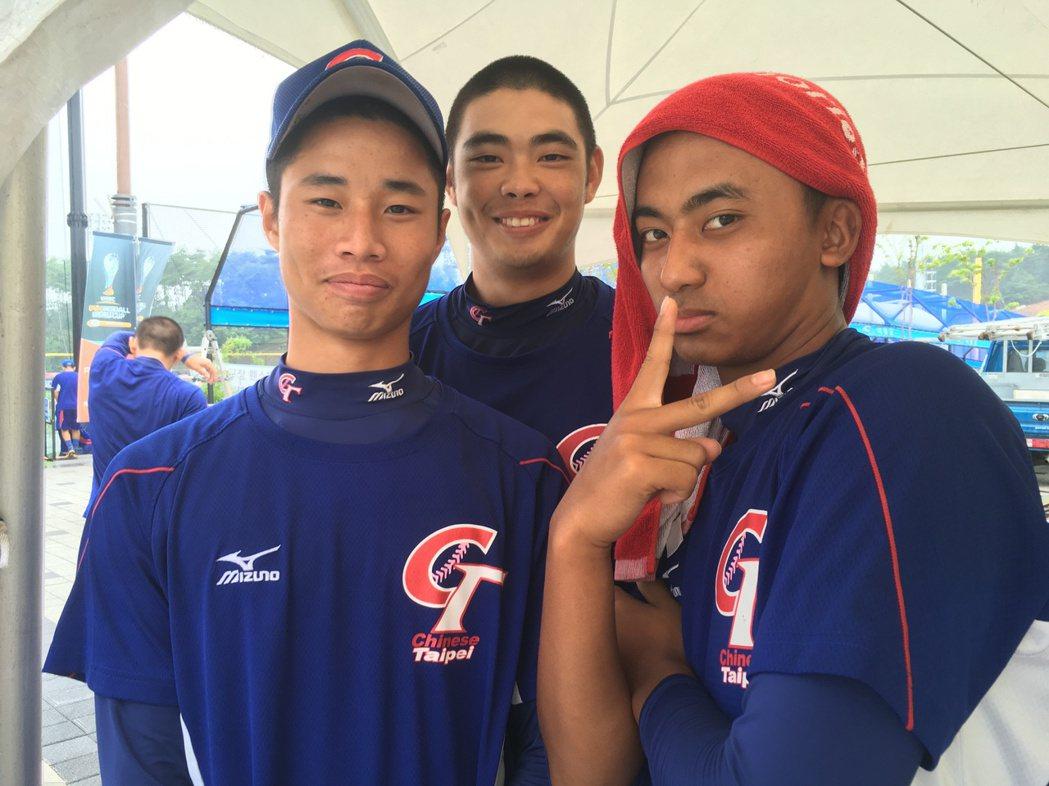 中華隊首戰巴拿馬,由全隊狀況最佳的3位投投手林昱珉(左起)、陳柏毓、余謙做準備。