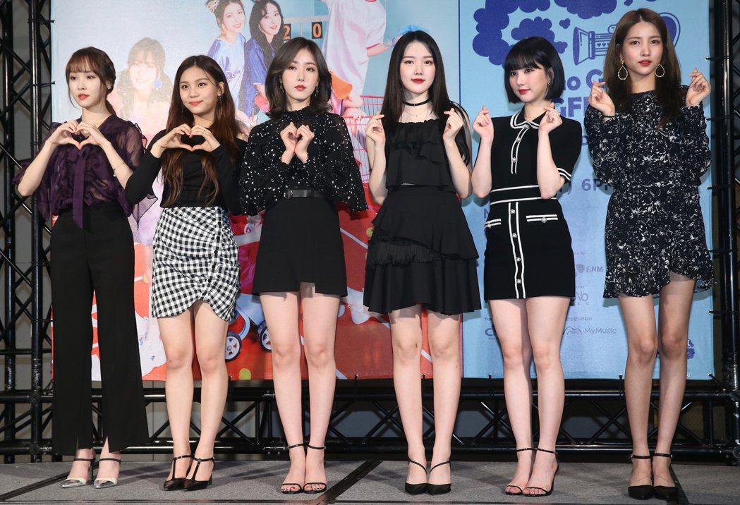 韓國女團GFRIEND在台北舉行記者會,Sowon(右至左)、Eunha、Yer...