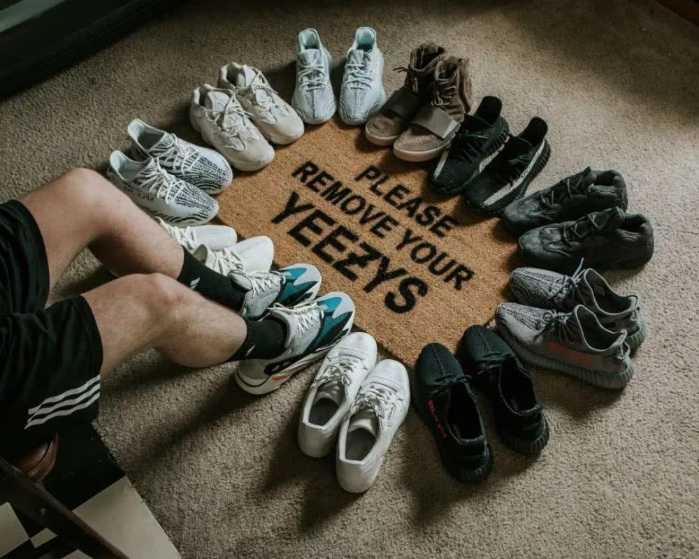 大陸「潮鞋」市場火熱,球鞋的炫耀成本與買房、買車相比要低很多,造成收藏家的炒鞋熱...