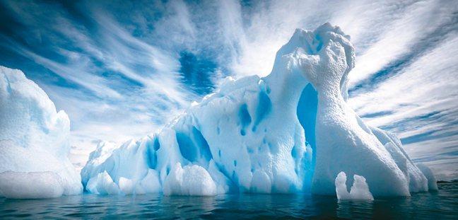 南極冰山經過長年風吹,鬼斧神工只有大自然雕刻師才能做得到。 圖/格林旅遊提供