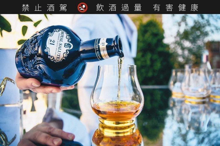 皇家禮炮21年調和蘇格蘭威士忌。圖/保樂力加提供 ※ 提醒您:禁止酒駕 飲酒過...