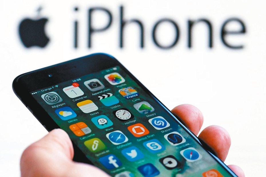 根據路透調查,在今年底前,92%的蘋果硬體產品可能會被加徵關稅。 路透