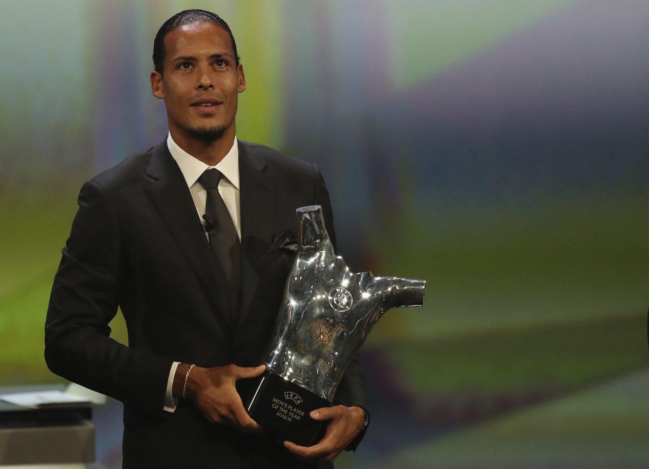 擊敗梅西、C羅!范戴克榮登歐足聯年度最佳球員。 世界日報