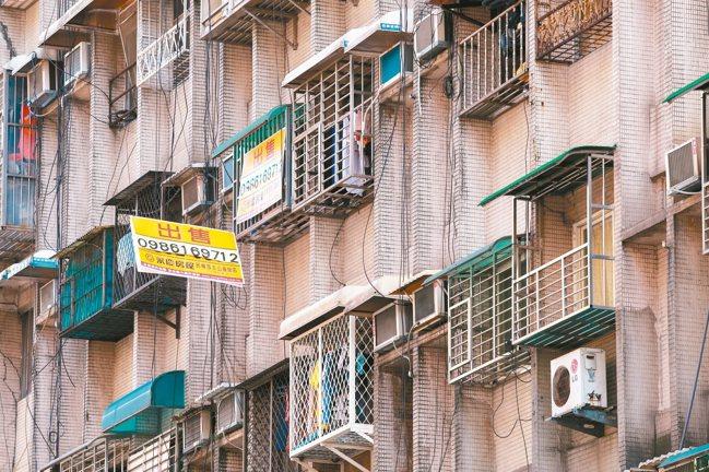 為壓低總價,同時滿足民眾房數需求,近來市場出現不少小坪數隔出多房的小宅。 本報資...