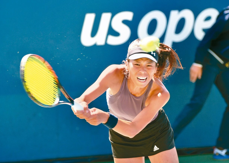 我國網球「一姊」謝淑薇,泛太平洋網賽首戰再度展現「球后殺手」威力,3:6、7:6...