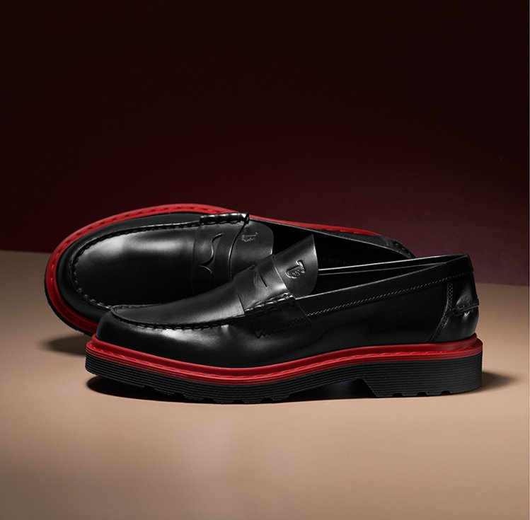 TOD'S光面牛皮男士膠底樂福鞋。 圖/TOD'S 提供