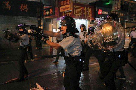 區惠蓮/夜裡的第一聲槍響:整裝待發的「香港之路」