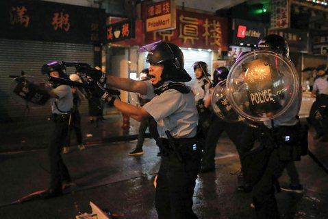 夜裡的第一聲槍響:整裝待發的「香港之路」