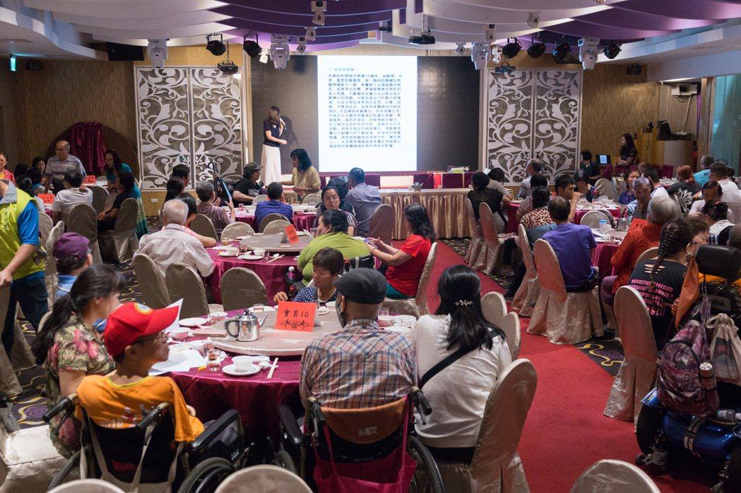 新北市殘障福利服務協會熱愛公益,響應失智守護天使課程。 圖/鄭宇辰攝影