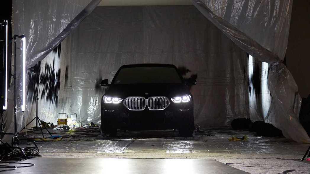BMW X6 Vantablack世界上最黑的車。 摘自BMW