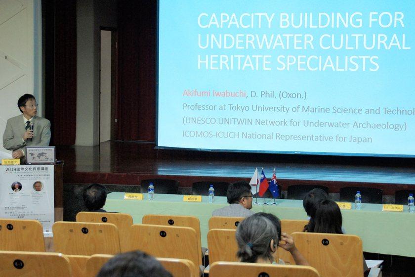 日本岩淵聰文教授進行專題演講。 中國科大/提供