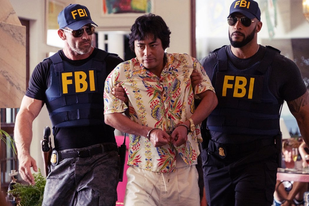 《全裸監督》裡村西透到美國夏威夷拍攝AV,卻中招被關進監獄。這段實際上存在的情節...