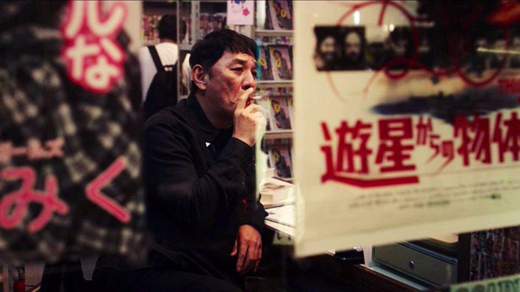 《全裸監督》裡,Pierre瀧就演出錄影帶連鎖店的老闆。這個演員在日本被封殺,結...