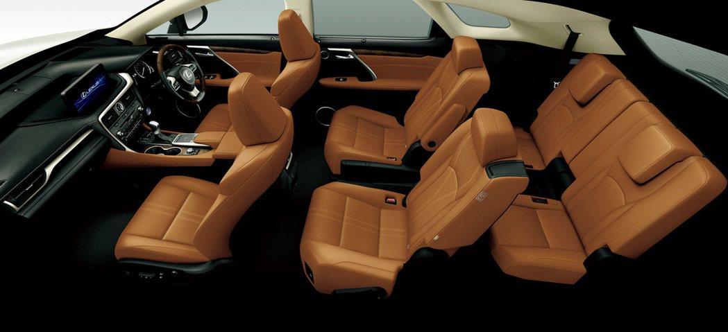 小改款Lexus RX450hL第二排座椅提供獨立二人座選配。 摘自Lexus