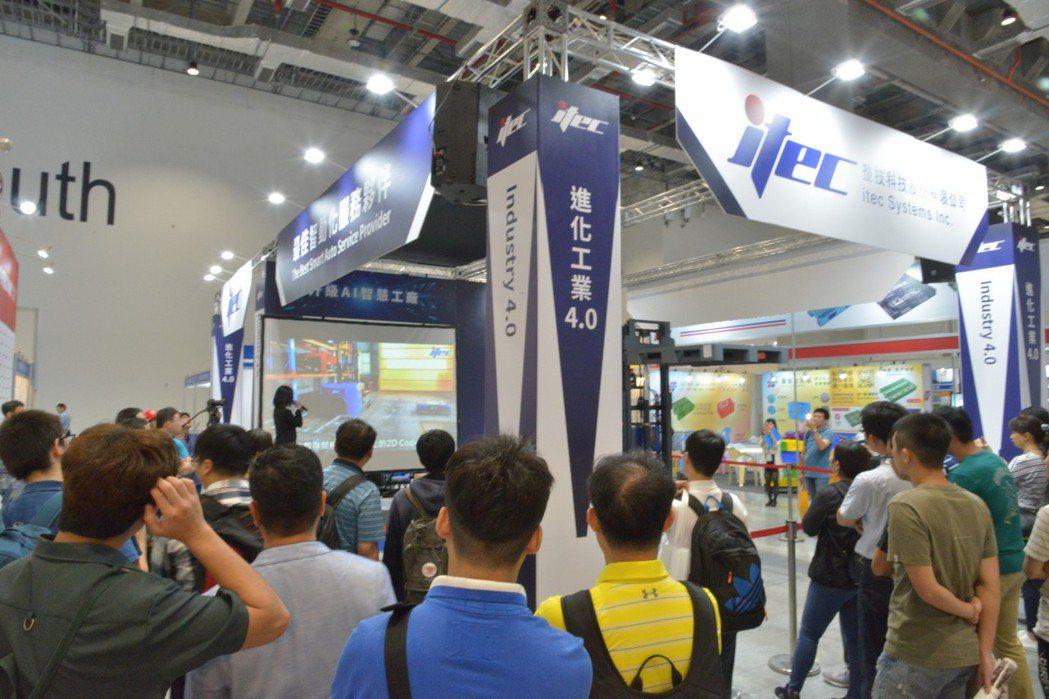 整技科技日前在2019台北國際物流暨物聯網展中,展現其成熟的AGV技術,實機演示...