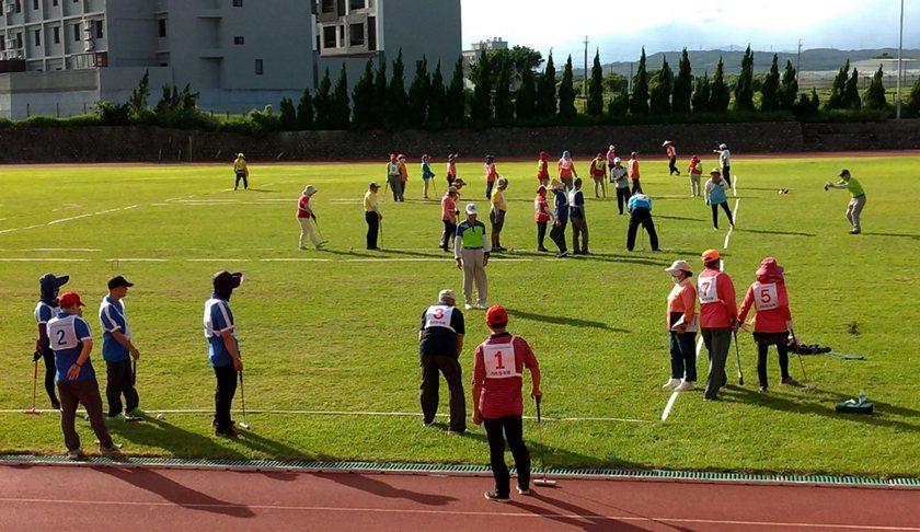第21屆鄉長暨主席盃長青槌球邀請賽,長青族槌球高手齊聚相互交流。 中國科大/提供