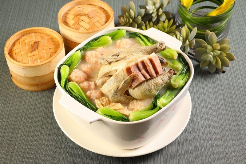 湯品選擇之一「金華濃湯燉全雞」。 業者/提供