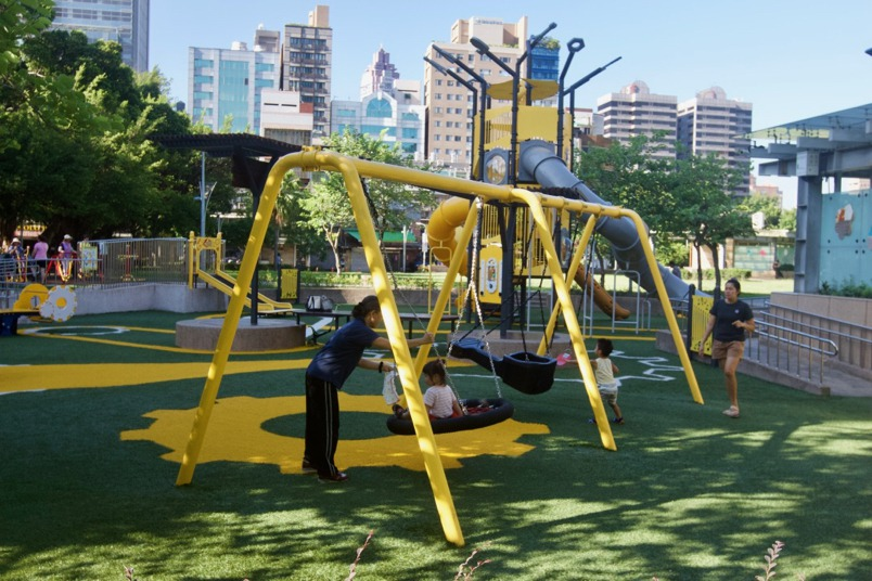 台北市公園兒童遊戲場特色大比拼:前港、花博、華山、建成、象山公園