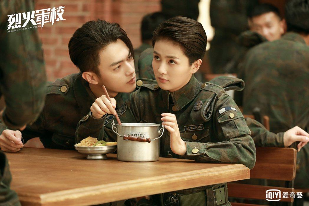 許凱(左)劇中猛追白鹿。圖/愛奇藝台灣站提供